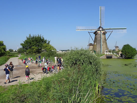 Group cyclists Windmill Grüppe Radfahrer Wind Muhle Molen Groep Fietsers